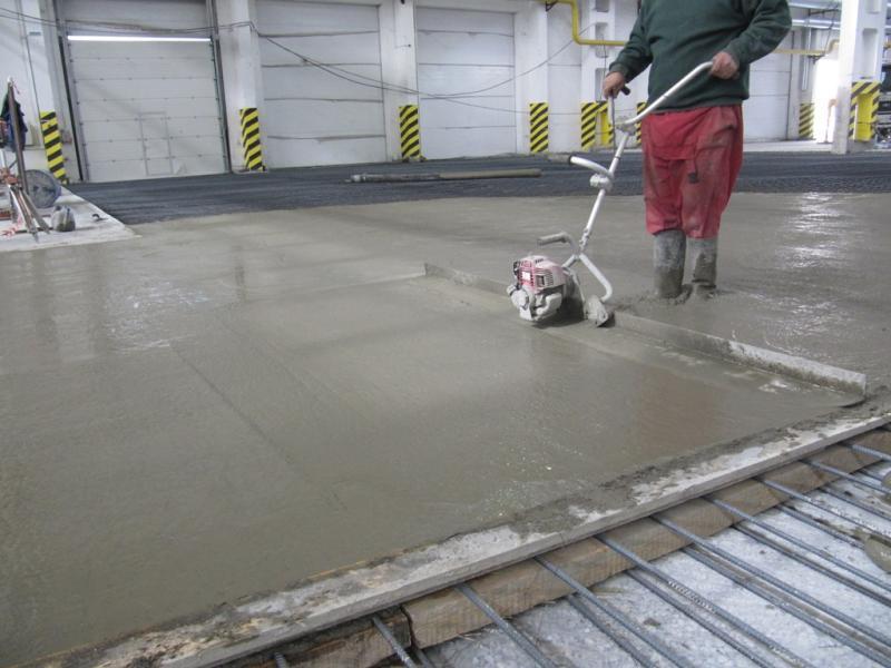 Улучшение возможностей бетонного пола при помощи упрочнителей
